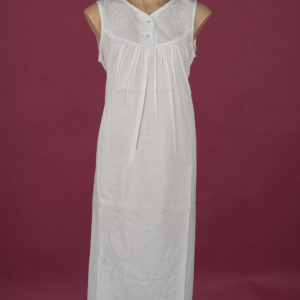 Star Dreamer White cotton nightdress Embroidery on bodice Small pearly buttons ¾ length