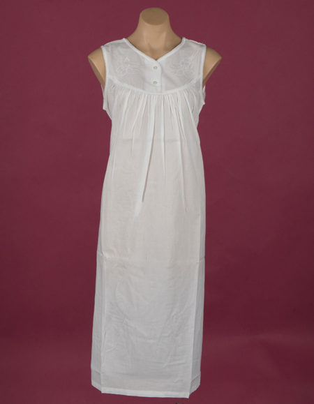 Dawhaven Star Dreamer White cotton nightdress Embroidery on bodice Small pearly buttons ¾ length