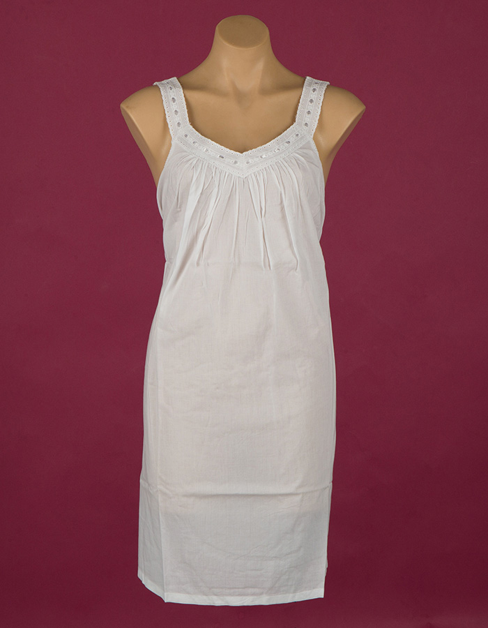 short cotton Star Dreamer nightgown, white ribbon and lace. Dawhaven Australia